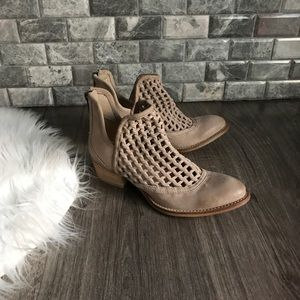 Very volatile tan leather cut out ankle boots 7